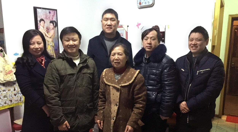 bwin国际平台网址医药党群组织慰问员工及家属