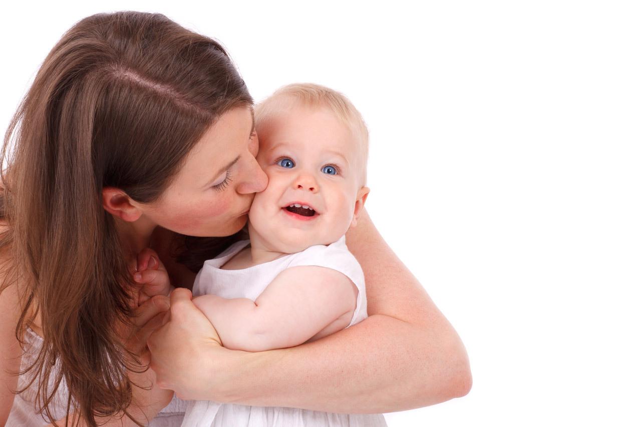 抚摸小宝宝好处多多,几大要点家长要牢记
